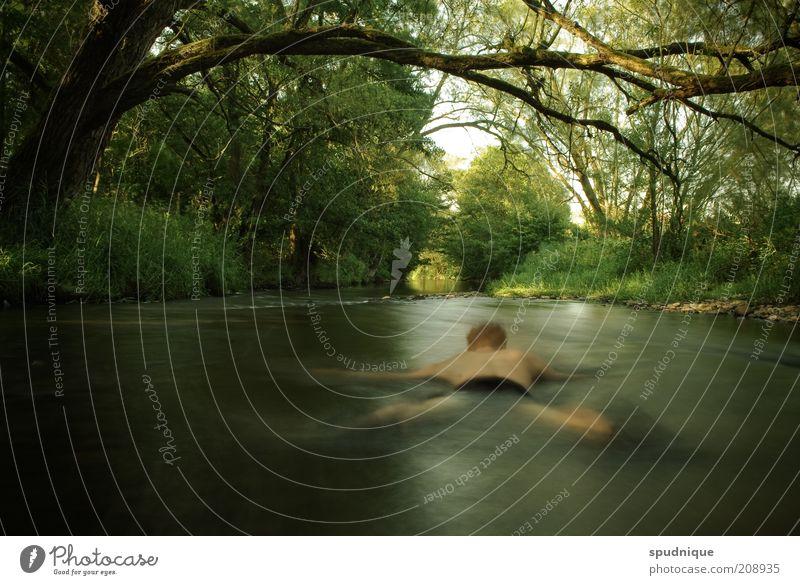Verschwommen Mensch Natur Jugendliche Wasser grün Erholung träumen Erwachsene maskulin nass Fluss liegen Unendlichkeit natürlich außergewöhnlich