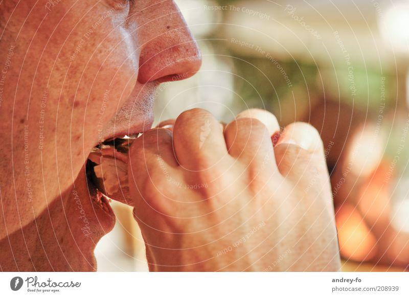 Essen Hand Gesicht Ernährung Essen maskulin Lippen lecker Seite Frühstück Appetit & Hunger Abendessen Mittagessen beißen Fastfood Snack ungesund