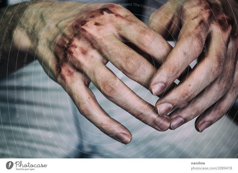 Hände des jungen Mannes mit Blut in seinen Knöcheln Mensch Jugendliche Junger Mann Hand Erholung 18-30 Jahre Erwachsene Traurigkeit Gefühle Gesundheitswesen