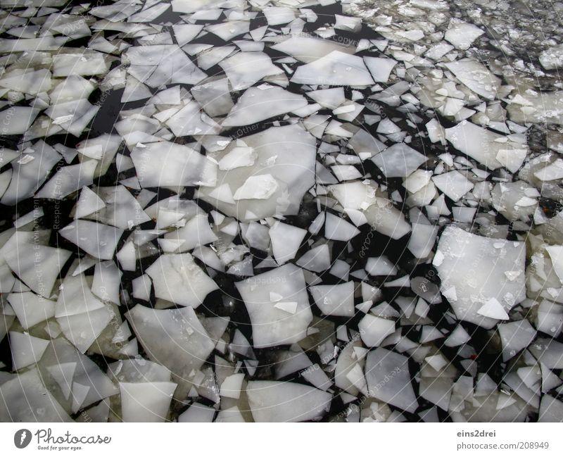 Eiszeit Winter Umwelt Urelemente Wasser Klima Klimawandel Wetter Fluss eckig fest Flüssigkeit kalt nass schwarz weiß bizarr chaotisch Eisscholle Farbfoto