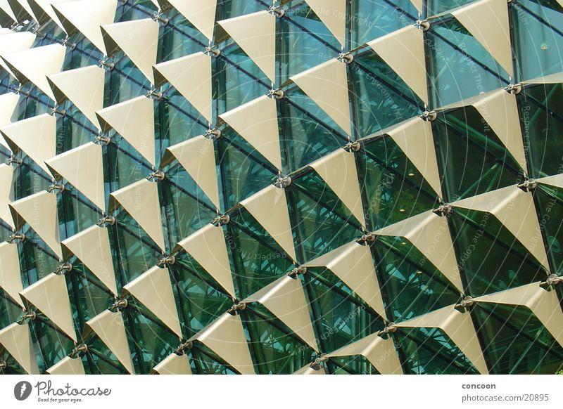 Struktur pur 2 Metall Architektur Glas modern Theater Thailand Singapore Dreieck gewagt