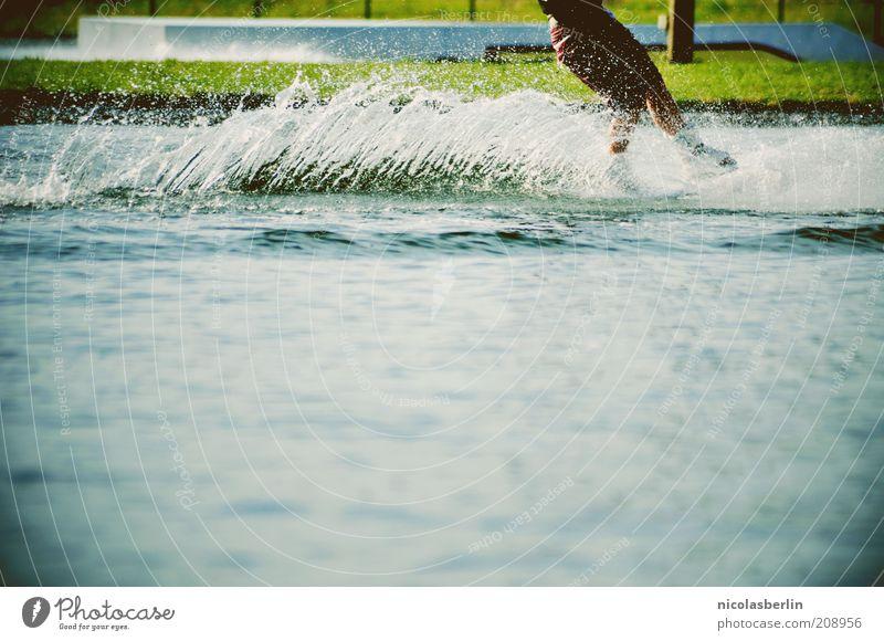 Ab und davon! Wasser Sommer Leben Bewegung Beine See Wellen Kraft nass Freizeit & Hobby Geschwindigkeit maskulin Coolness Fitness sportlich genießen