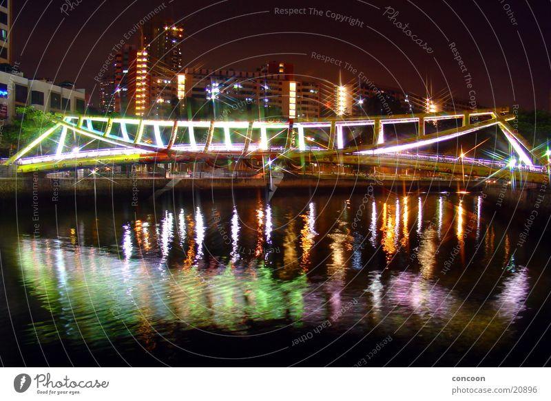 Die Brücke am.. (9915km enfernt von Deutschland) Stahl mehrfarbig Abend Physik Thailand Singapore Architektur Farbe Fluss Spieglung Wärme