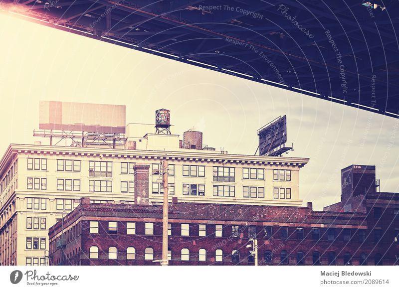 Unter der Brücke Gebäude Architektur Fassade alt retro New York State Manhattan Bridge Großstadt Dumbo Instagrammeffekt gefiltert altehrwürdig nyc Wand