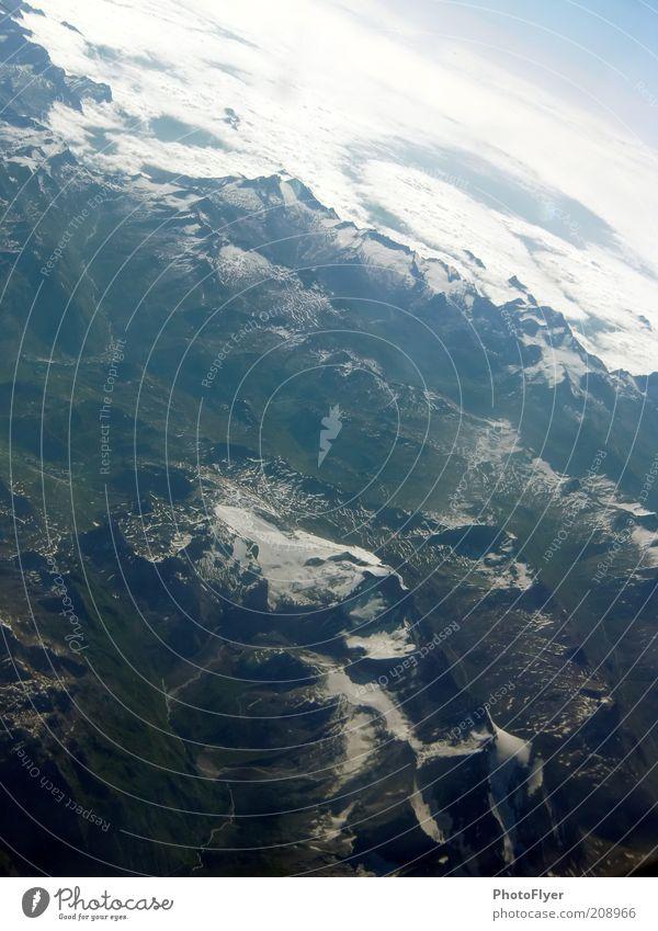 Über den Alpen Natur Landschaft Luft Klima Wetter Berge u. Gebirge Schneebedeckte Gipfel außergewöhnlich hoch über den Wolken Farbfoto Luftaufnahme Menschenleer