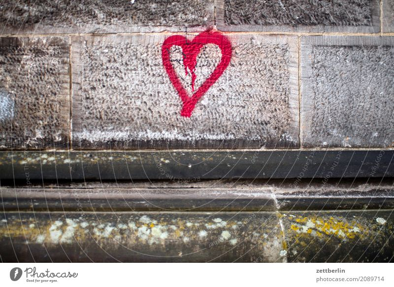 Herz Information Frühlingsgefühle Gefühle Graffiti Liebe Liebeserklärung Mitteilung Romantik Textfreiraum Zuneigung Mauer Wand Granit Stein Fuge Gemäuer Tagger
