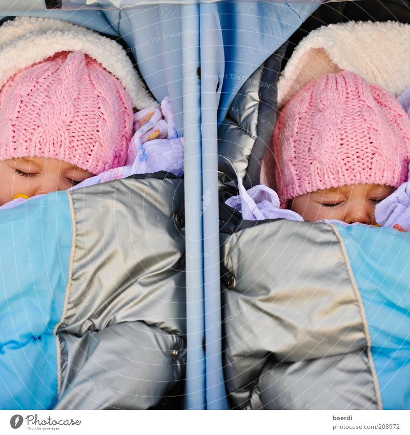 tWinni Mensch blau Mädchen Erholung Leben träumen Stimmung Kindheit Zufriedenheit Baby rosa liegen schlafen paarweise niedlich Kind
