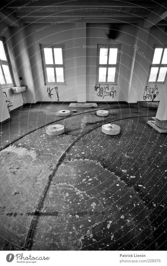 alte Brauerei... Haus Industrieanlage Fabrik Gebäude Architektur Mauer Wand Linie Fenster hell Gleise leer ausgestorben dreckig kaputt gruselig unheimlich ruhig