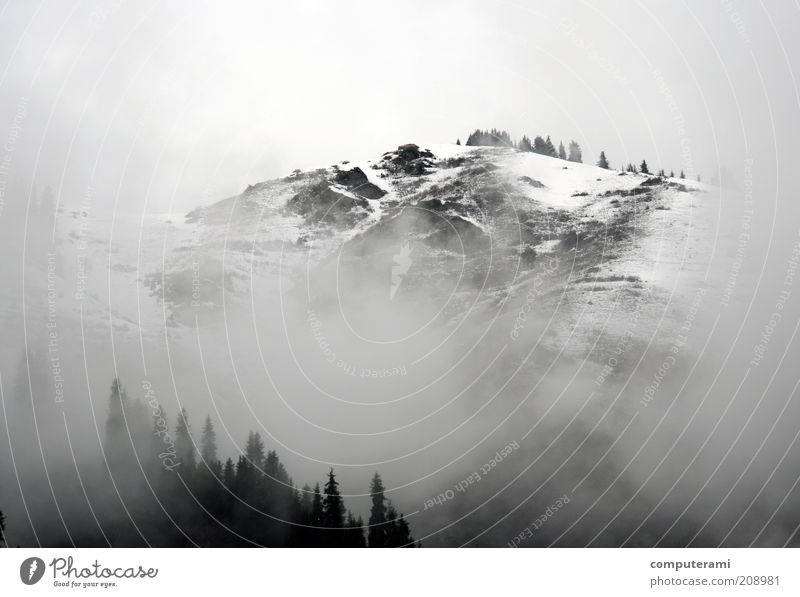 cloudy Morning. Bewölkter Tag Landschaft Erde Luft Wasser Wolken Wetter Nebel Berge u. Gebirge Issyk Schneebedeckte Gipfel kalt nass grau weiß Freiheit Klima