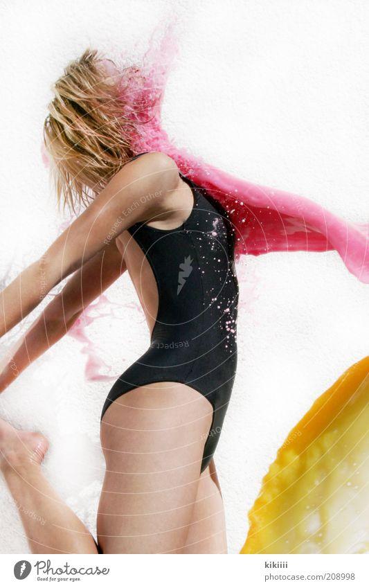 gelb-pink Mensch Jugendliche Wasser schön Sommer Farbe schwarz gelb Leben feminin Bewegung Farbstoff springen Gesundheit Körper blond