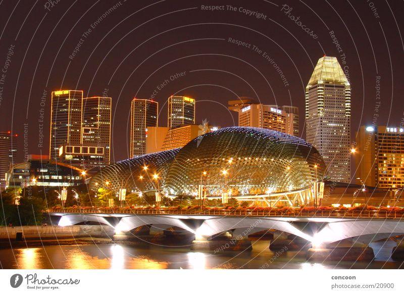 Singapore at night II Abend Hochhaus Moderne Architektur glänzend Reichtum Kulisse faszinierend Erfolg Brücke Fluss Licht Skyline