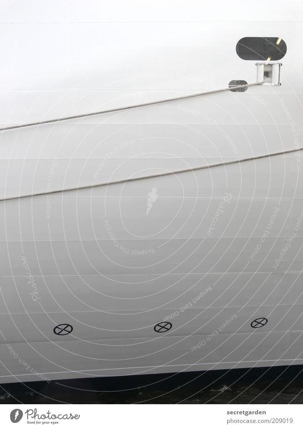°// xxx Ferien & Urlaub & Reisen Verkehr Schifffahrt Kreuzfahrt Passagierschiff Containerschiff Fähre Wasserfahrzeug Seil Bullauge Stahl Zeichen Linie dunkel