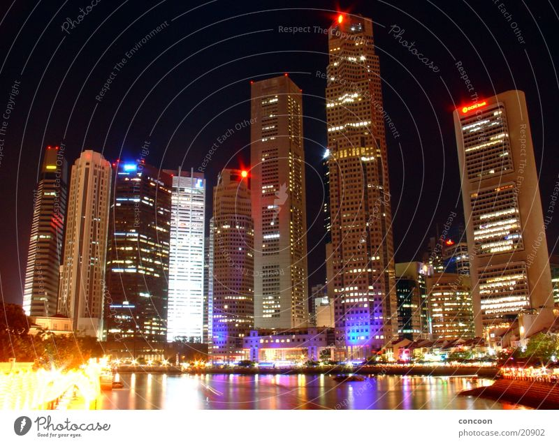 The colourful skyscrapers of Singapore Hochhaus mehrfarbig Moderne Architektur Thailand Los Angeles Skyline Glas Nachtbeleutung Licht Stadt