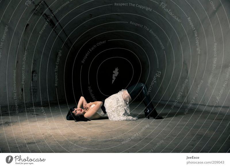 up all night, got demons to fight... elegant schön Frau Erwachsene 1 Mensch Ruine Tunnel Mode Lack schwarzhaarig liegen träumen Coolness dunkel trendy