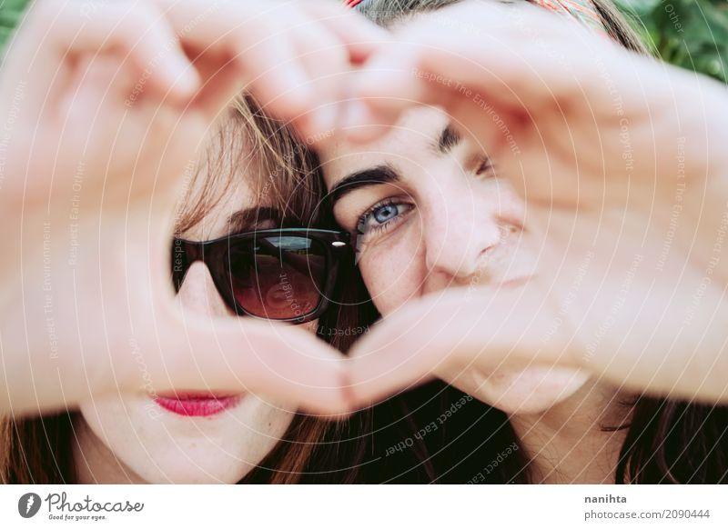 Mensch Jugendliche Junge Frau schön Freude 18-30 Jahre Gesicht Erwachsene Leben Lifestyle Gesundheit Liebe feminin Familie & Verwandtschaft Zusammensein