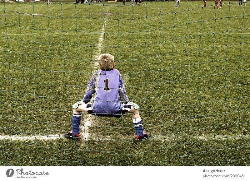 Warten auf 2014 Sport Ballsport Sportmannschaft Torwart Fußball Fußballplatz Kind Junge Kindheit Jugendliche Trikot Fußballschuhe beobachten Spielen warten