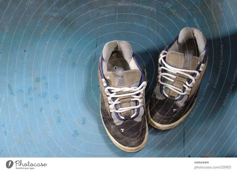 Hendrieneke's sneakers alt Schuhe dreckig Eisenbahn Bodenbelag Freizeit & Hobby Turnschuh