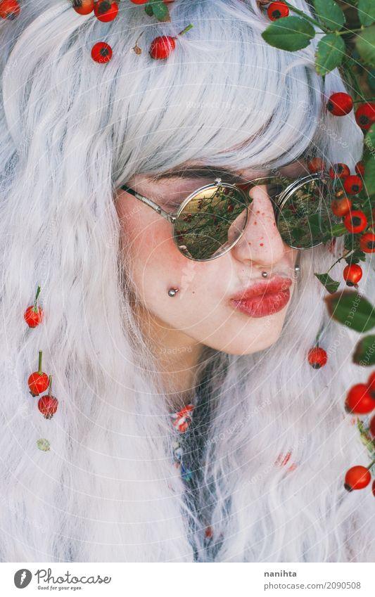 Junge Frau, die einen Kuss sendet Lifestyle Stil exotisch schön Haut Gesicht Lippenstift Rouge Wellness Leben Mensch feminin Jugendliche 1 18-30 Jahre