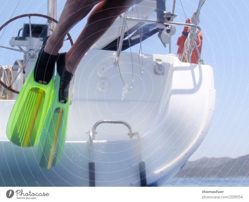 Flipper Mensch Mann Wasser Meer Sommer Ferien & Urlaub & Reisen springen Fuß Beine Erwachsene Ausflug Insel Freizeit & Hobby Schwimmen & Baden Segeln