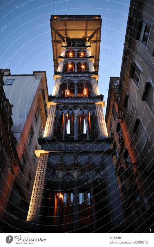 Raoul´s Aufzug alt Stadt Haus oben Beleuchtung hoch Technik & Technologie unten leuchten Denkmal Bauwerk Maschine historisch aufwärts Wahrzeichen