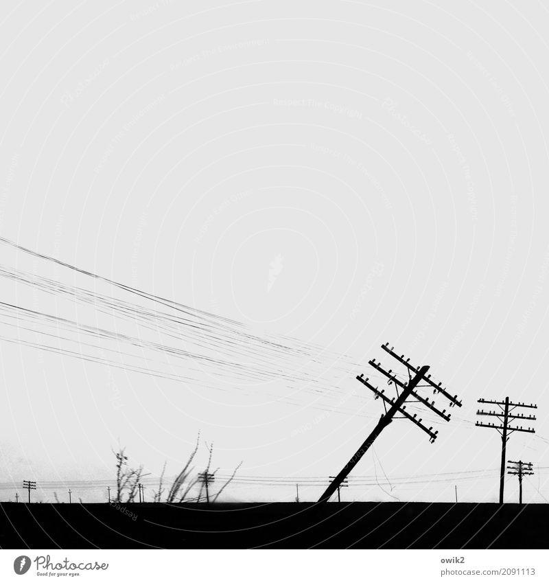 Wechselstrom Technik & Technologie Energiewirtschaft Strommast Kabel Landschaft Wolkenloser Himmel Horizont Gras Sträucher Rumänien Osteuropa stehen alt