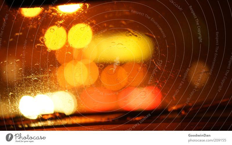 Long way home III weiß rot gelb Straße dunkel Gefühle PKW Regen Stimmung warten nass Wassertropfen Verkehr Perspektive mehrere leuchten