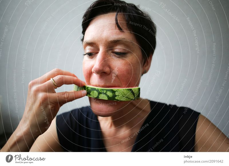 not so young caucasian woman reaching the end of her watermelon Frucht Wassermelone Melonen Hülle Ernährung Essen Frau Erwachsene Leben Gesicht Hand 1 Mensch