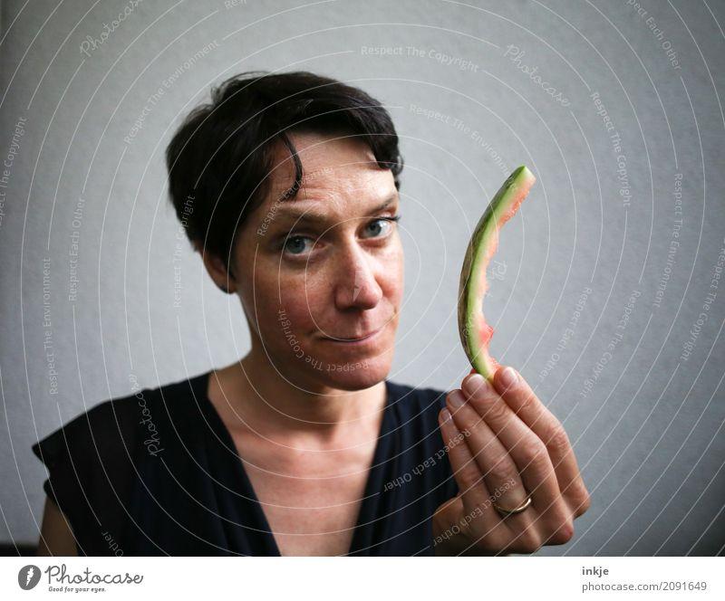 finally - done Mensch Frau Hand Gesicht Erwachsene Leben Gefühle Frucht Ernährung leer Vergänglichkeit festhalten Teile u. Stücke zeigen Bioprodukte Fragen