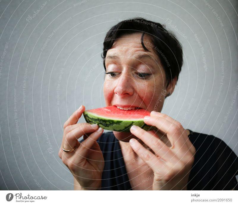 Not so young woman finally biting in watermelon Frucht Wassermelone Melonen Frau Erwachsene Leben Gesicht Hand 1 Mensch 30-45 Jahre Teile u. Stücke Essen