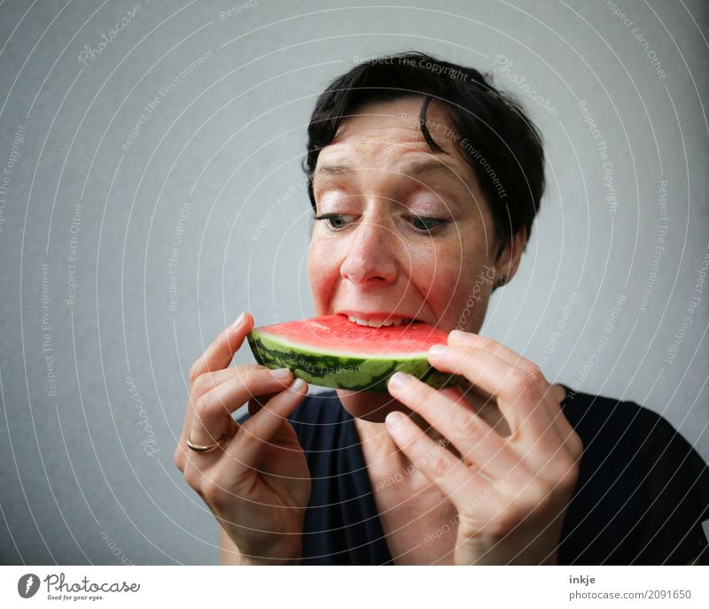 Not so young woman finally biting in watermelon Mensch Frau Hand rot Gesicht Erwachsene Essen Leben Gefühle Frucht frisch genießen festhalten Teile u. Stücke
