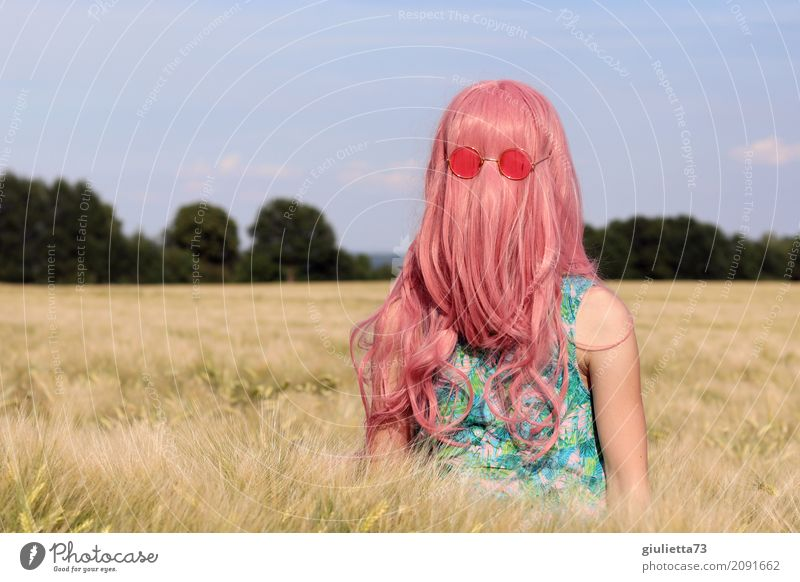 Cousin Itt's girlfriend || feminin Mädchen Junge Frau Jugendliche Kindheit Leben 1 Mensch 8-13 Jahre 13-18 Jahre Sommer Getreidefeld Kornfeld Sonnenbrille