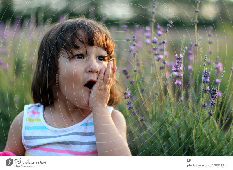 Wunderkind Mensch Kind Natur Blume Erwachsene Leben Lifestyle sprechen Gefühle Familie & Verwandtschaft Angst Kindheit Baby Hilfsbereitschaft Neugier Todesangst