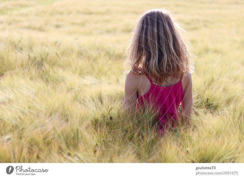Summerdream Mensch Kind Jugendliche Junge Frau Sommer schön Sonne ruhig Mädchen Religion & Glaube natürlich Denken rosa träumen Zufriedenheit Feld