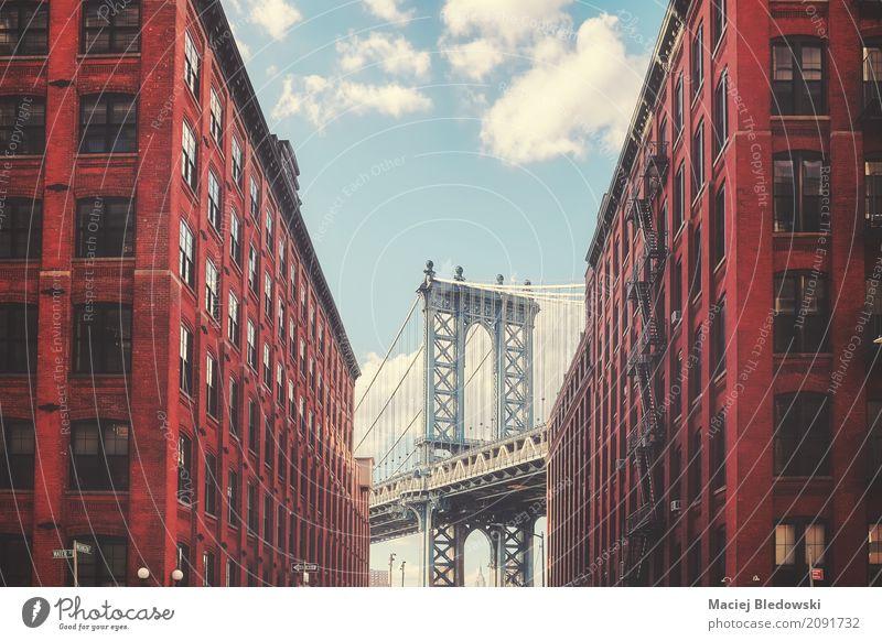 Manhattan Brücke Sightseeing Brooklyn Gebäude Architektur Fassade Straße historisch retro New York State Großstadt Manhattan Bridge altehrwürdig gefiltert nyc