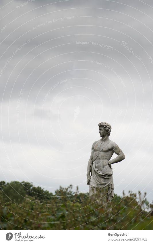 Manns-Bild Kunst Kunstwerk Skulptur Himmel Wolken schlechtes Wetter London Park stehen ästhetisch historisch muskulös nackt natürlich dünn Erotik grau grün