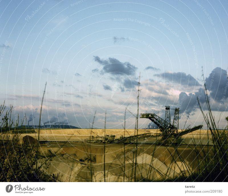 Verheizte Heimat Wolken dunkel Gras Landschaft groß Industrie Energiewirtschaft Technik & Technologie bedrohlich Klima Zerstörung Umweltverschmutzung