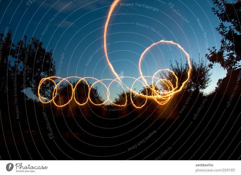 Schlingel Linie zeichnen Dynamik Illumination Leuchtspur Lichtspiel Zauberei u. Magie Kreis Spirale Lichterscheinung Himmel Farbfoto Außenaufnahme Experiment