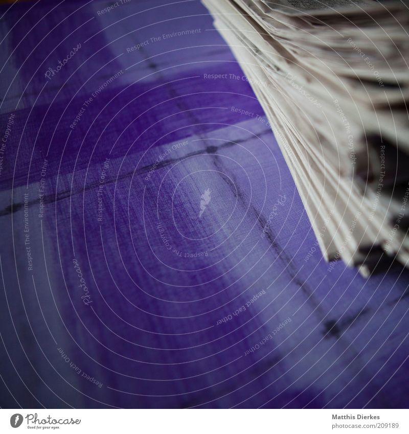 Zeitungen alt neu retro grau weiß Stapel Haufen Altpapier Sammlung Anhäufung Papier Medien Farbfoto Innenaufnahme Nahaufnahme Detailaufnahme Muster