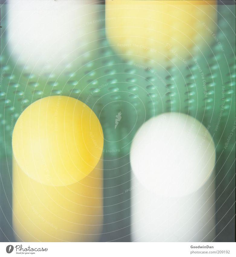 jetzt grün gelb springen neu Ball authentisch nah außergewöhnlich machen Dynamik aufschlagen Tischtennisball