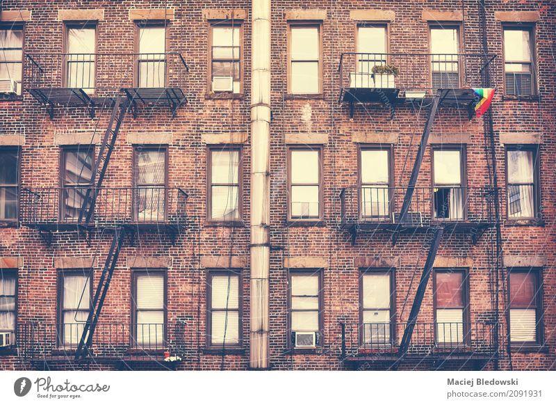 Notausgang, eins von New York City-Symbolen. Wohnung Haus Manhattan Stadtzentrum Gebäude Architektur Fassade alt retro New York State Großstadt Feuerleiter