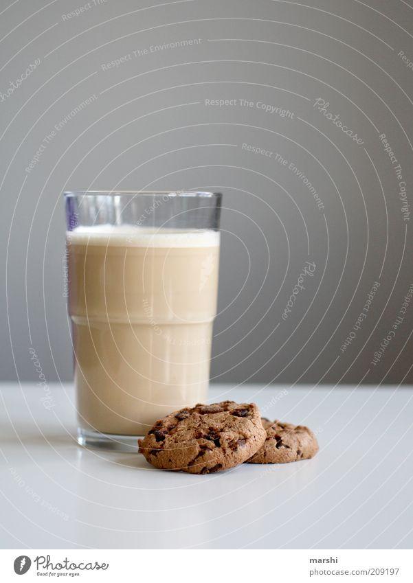Mittagstief?! Lebensmittel Süßwaren Ernährung Getränk Heißgetränk Latte Macchiato Glas braun Keks schaumig lecker Mittagspause Snack Farbfoto Innenaufnahme