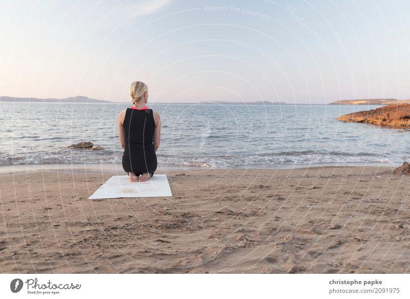 namaste sportlich Fitness Wohlgefühl Zufriedenheit Sinnesorgane Erholung ruhig Meditation Freizeit & Hobby Ferien & Urlaub & Reisen Sommer Sommerurlaub Strand