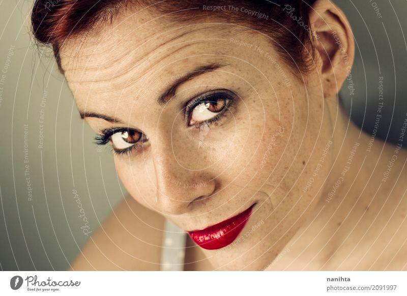 Sommersprossige Frau mit Sommersprossen elegant Stil exotisch schön Haut Gesicht Lippenstift Mensch feminin Junge Frau Jugendliche 1 18-30 Jahre Erwachsene
