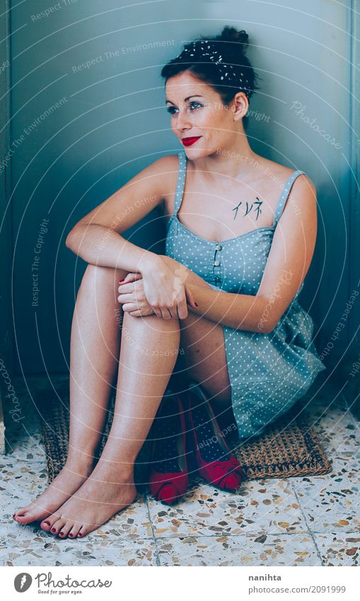 Junge pin up Stil Frau Mensch Jugendliche blau Junge Frau schön rot 18-30 Jahre Erwachsene Lifestyle natürlich feminin Haare & Frisuren Mode elegant retro