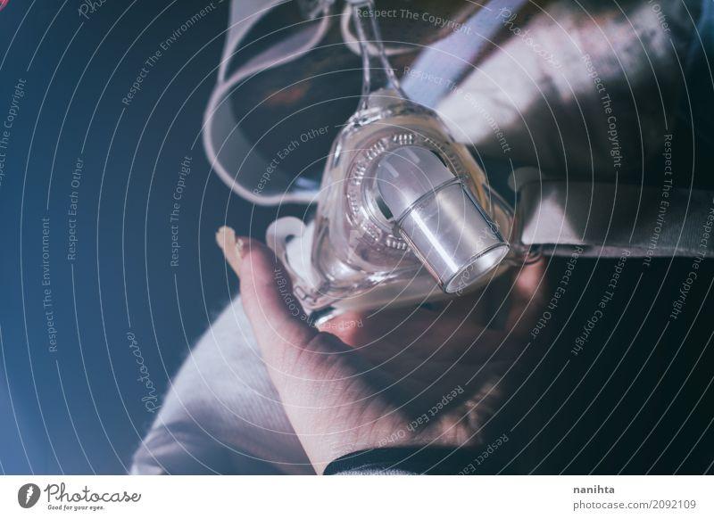 Hand, die eine Sauerstoffmaske hält Gesundheit Gesundheitswesen Behandlung Krankheit Allergie Medikament Sinnesorgane feminin Finger Hospitalisierung
