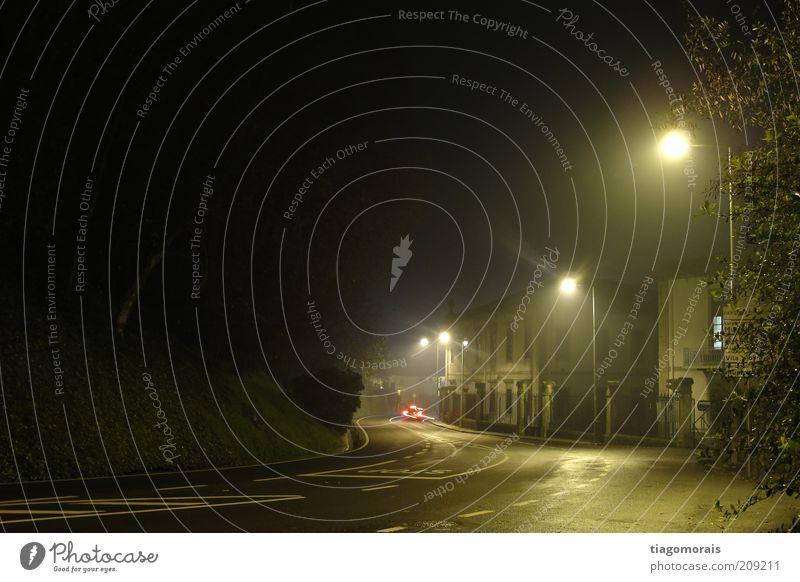 Kalte Nacht Dorf Kleinstadt Altstadt Menschenleer Straße Ampel Einsamkeit Außenaufnahme Langzeitbelichtung Totale