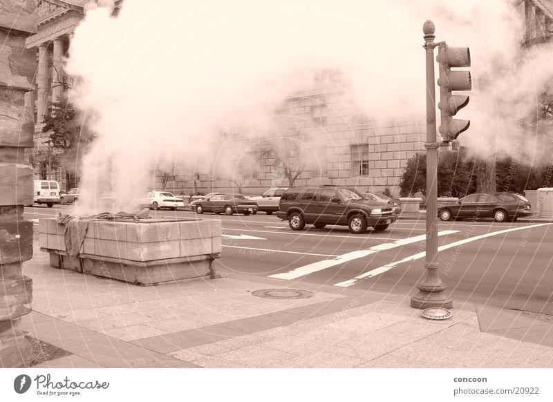 Washington Steam Washington DC Wasserdampf USA Sepia Monochrom Straßenkreuzung Straßenverkehr Abluft Ampel Stadt Stadtzentrum