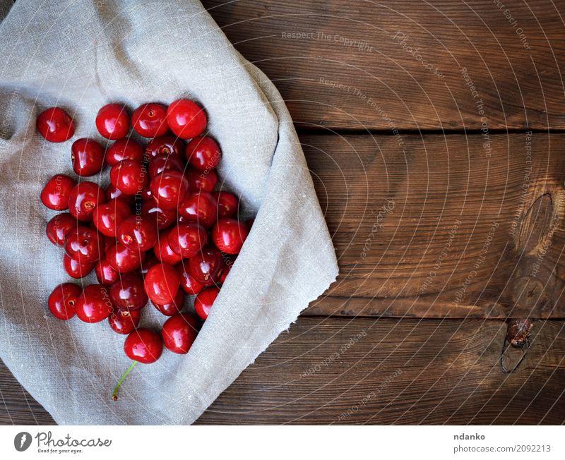 Reife süße Kirsche auf einer grauen Tischdecke Frucht Dessert Essen Vegetarische Ernährung Saft Sommer Garten Natur Holz frisch natürlich oben retro saftig rot