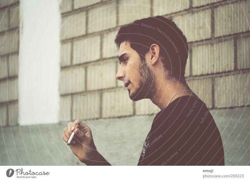 the last one Jugendliche Gesicht Einsamkeit Wand Haare & Frisuren Kopf Stein Erwachsene maskulin Fassade Lifestyle Coolness Rauchen einzigartig Zigarette