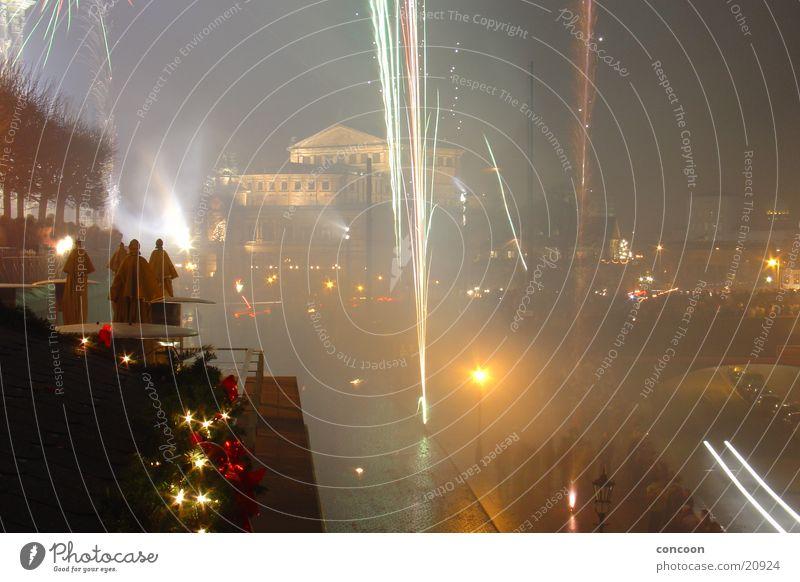Silvester 2003 II Silvester u. Neujahr Semperoper Dresden mehrfarbig Langzeitbelichtung Feuerwerk